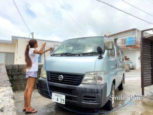 車を洗車中のひとコマ